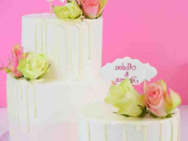 Comment décorer un gâteau de mariage?