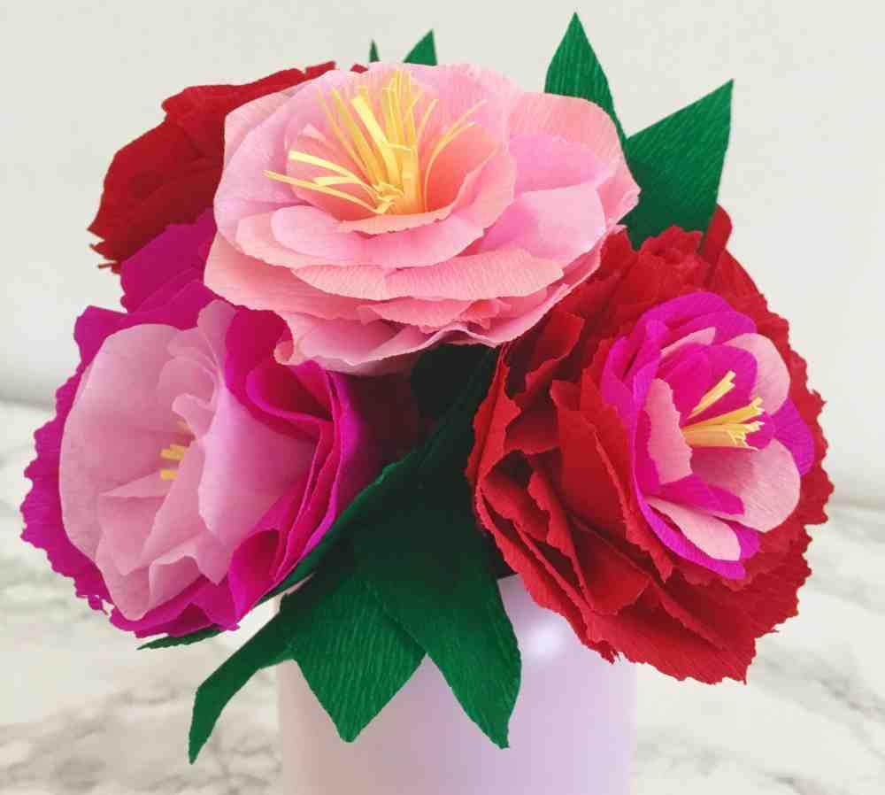 Comment faire un bouquet de fleurs en papier crépon?