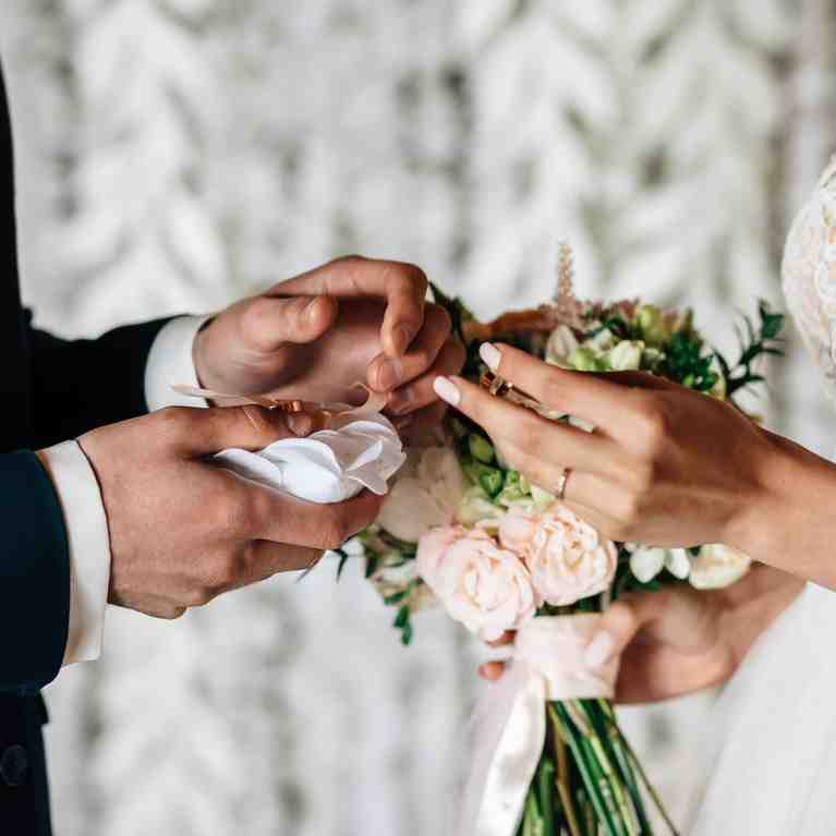 Quelle couleur de vêtements pour un mariage civil?