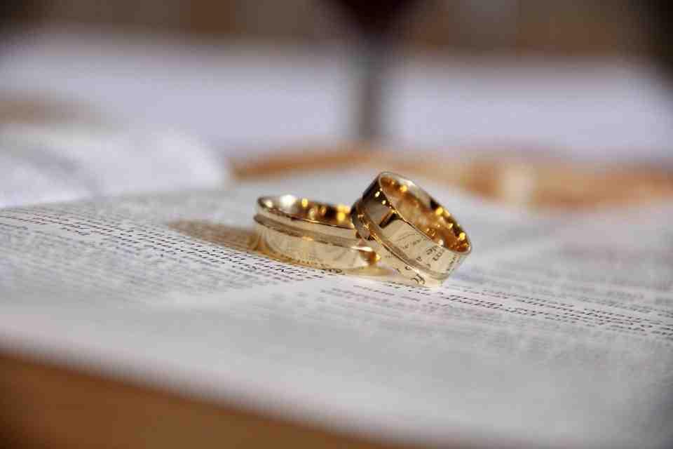 Quelle est la différence entre les fiançailles et le mariage?